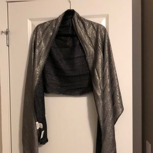 Grey/silver scarf with tags